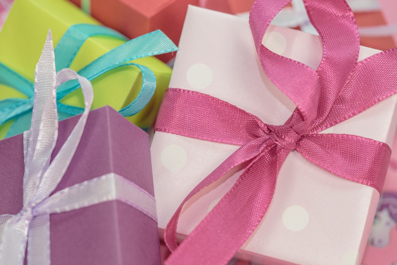 Best Creative Wedding Anniversary Gifts For Parents